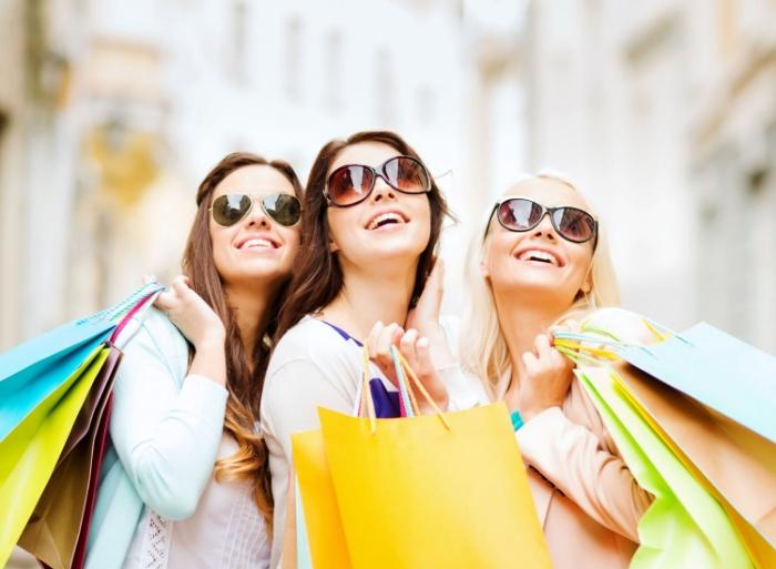 Mơ mua sắm là điềm lành cho những ngày sắp tới, rất có thể bạn sẽ gặp nhiều may mắn trong học làm ăn, buôn bán