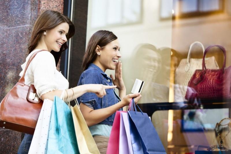 Mơ thấy mình đi shopping với bạn bè