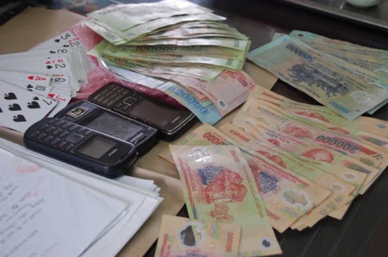 Người trung gian ôm bảng lô đề dễ kiếm nhiều tiền